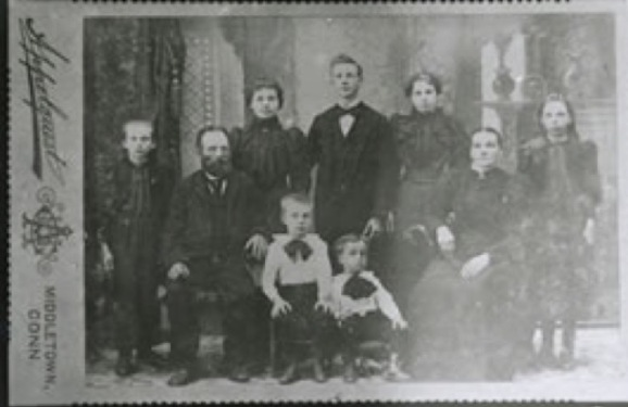 anders-and-kristina-lindholm-and-family-c-1897