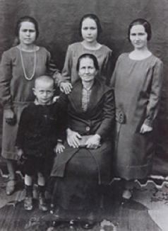 eleni-xenelis-and-children-1930