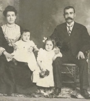 nicolas-and-eleni-xenelis-family-1902